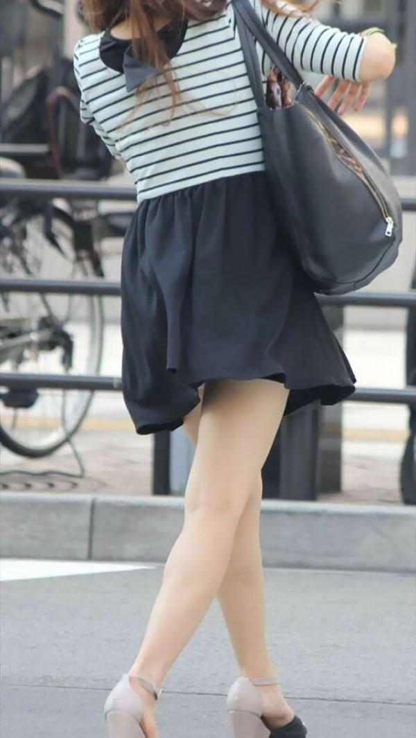 素人街撮り美脚エロ画像18