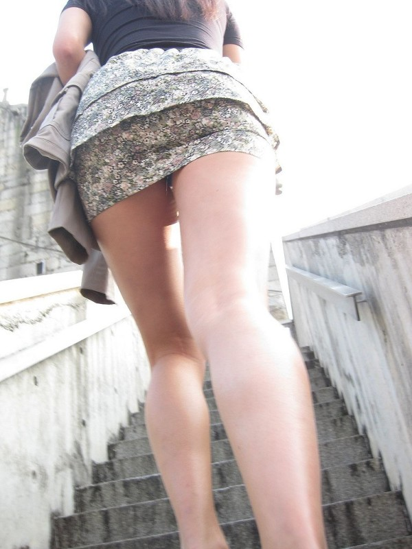 街撮りセクシー美脚エロ画像17