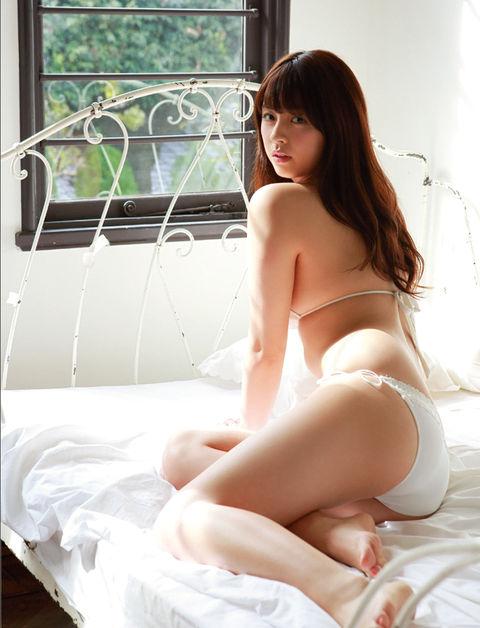 柳ゆり菜のグラビア画像05