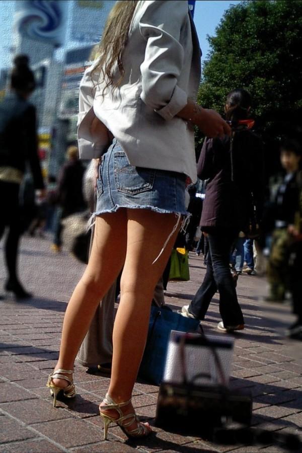 街撮り美脚エロ画像01