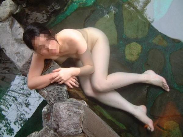 露天風呂盗撮エロ画像01