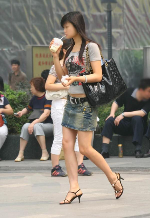 素人街撮り美脚エロ画像01