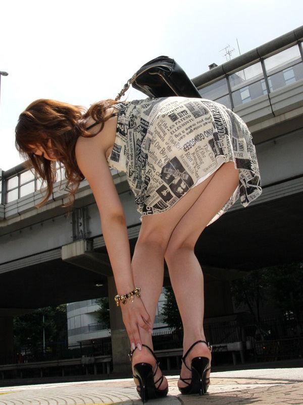 街撮りセクシー美脚エロ画像15