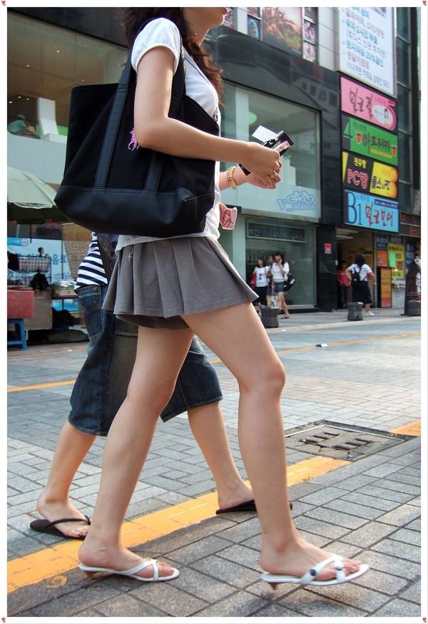 街撮りセクシー美脚エロ画像14