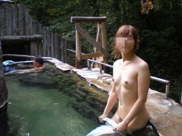 露天風呂盗撮エロ画像14