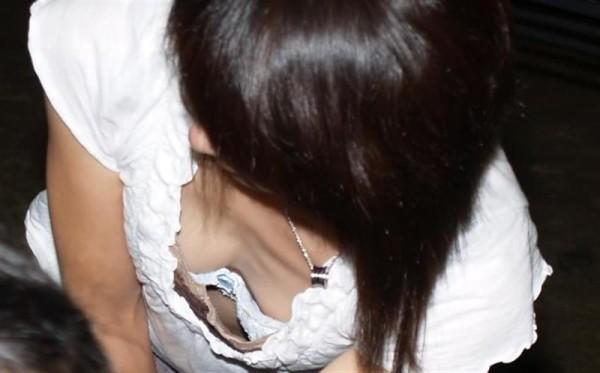 素人さんの胸チラエロ画像14