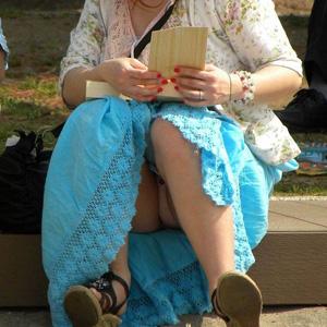 【エロ画像】【パンチラエロ画像】街中で素人さんのパンツが丸見えが堪らん!!!