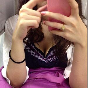 (列車内胸チラえろ写真)お乳チラリが見れたら座らなくても全然いいよなwwwwww