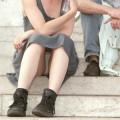 【海外パンチラエロ画像】外人さんは大胆にパンツ見えても全然気にしないwww
