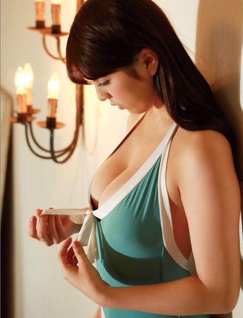 柳ゆり菜のグラビア画像13