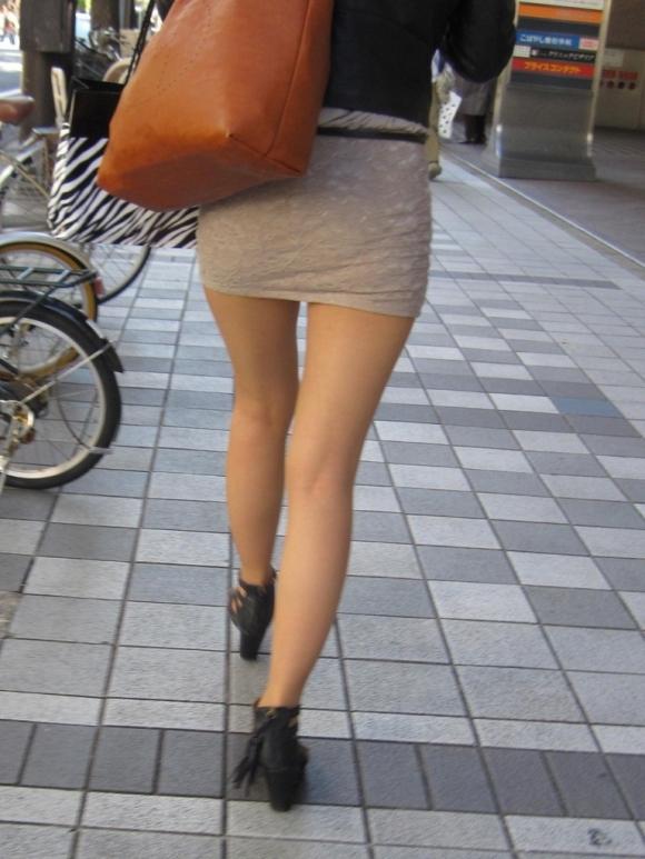 街撮りセクシー美脚エロ画像16