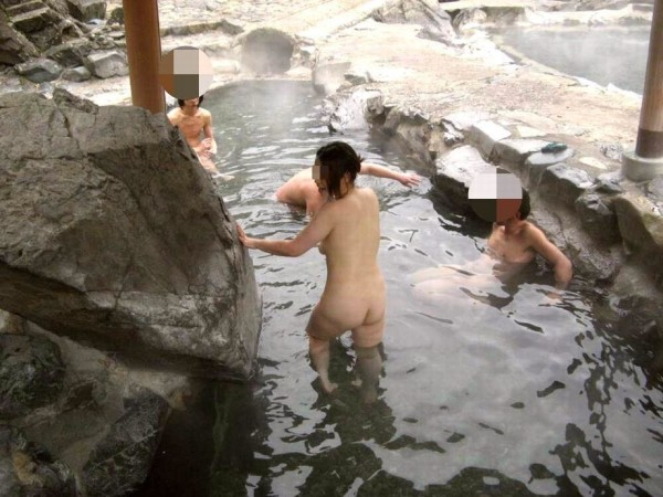 露天風呂盗撮エロ画像16