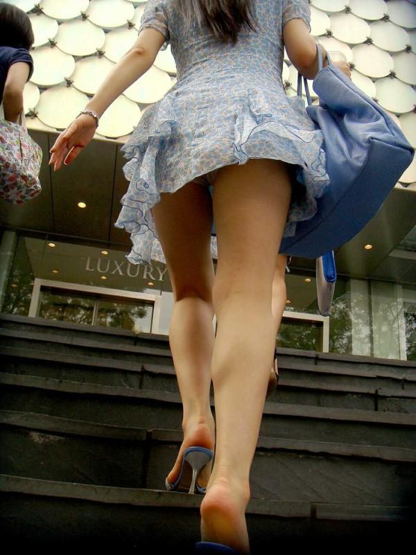 素人街撮り美脚エロ画像16