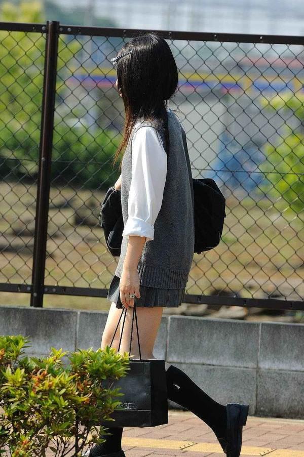街撮りJK美脚エロ画像18