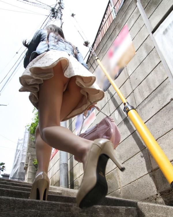 街撮りミニスカパンチラ画像10