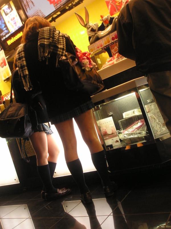 JK街撮り美脚エロ画像06