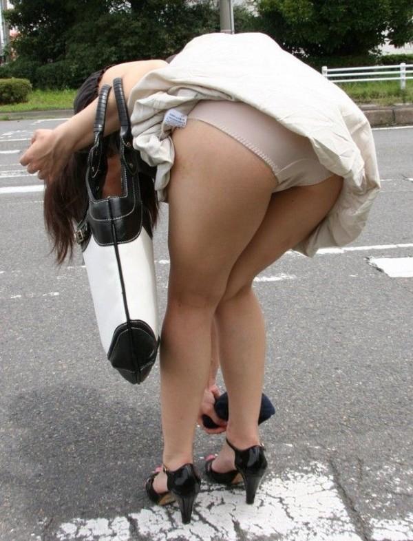 街撮りミニスカパンチラ画像06