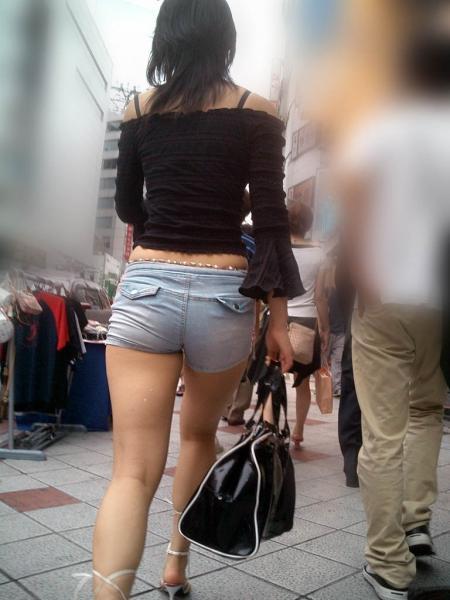 ショートパンツを穿いているエロ画像09