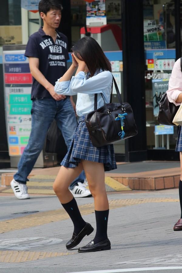 女子校生の街撮り美脚エロ画像19
