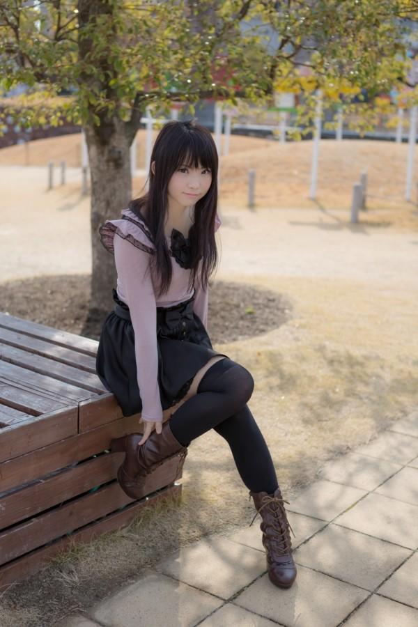 女性の脚が美しく見えるニーソエロ画像19