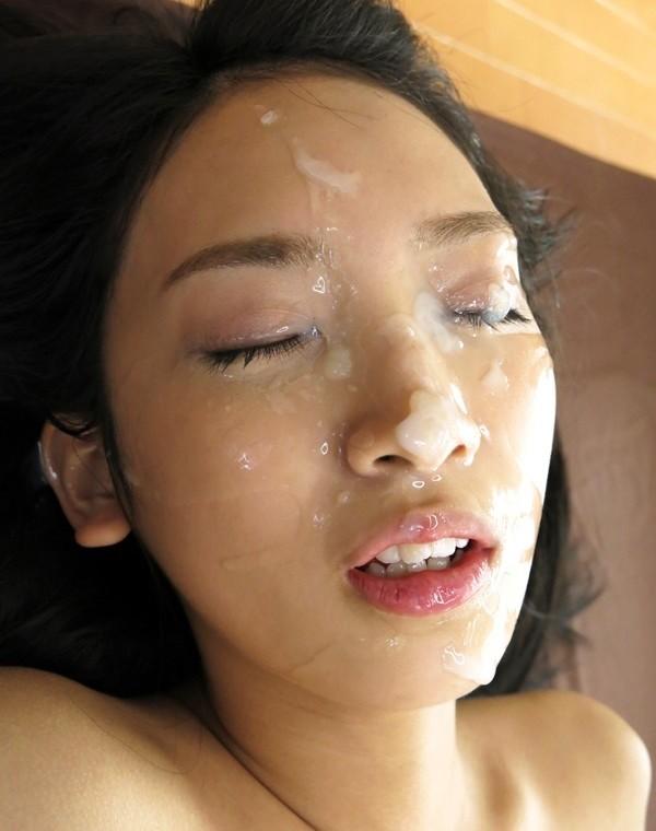 めちゃめちゃ濃い精子を顔にかけられるエロ画像18