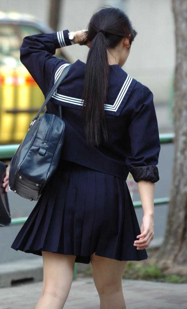 女子校生の街撮り美脚エロ画像18