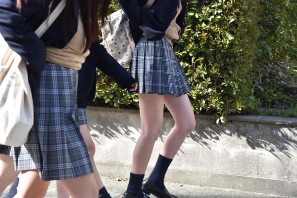 女子校生の街撮り美脚エロ画像05