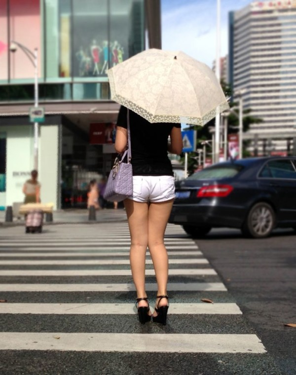 ショートパンツを穿いているエロ画像01