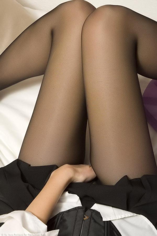 パンティーストッキングを穿いた美しい脚エロ画像01