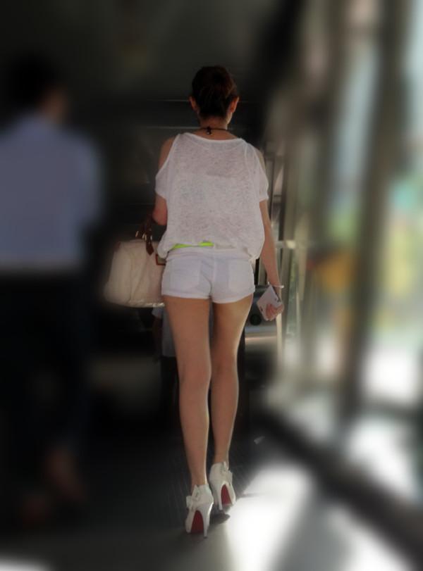 ショートパンツを穿いているエロ画像20