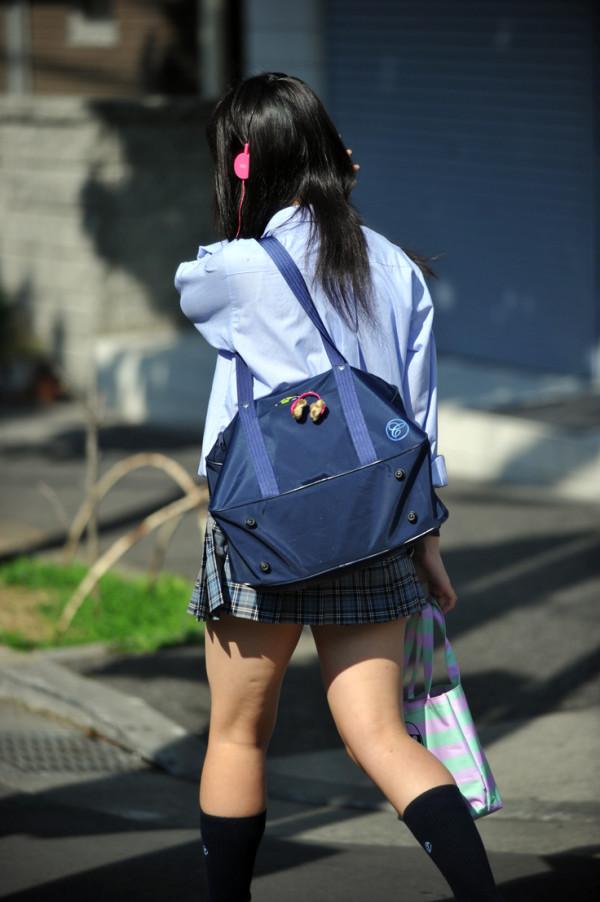 女子校生の街撮り美脚エロ画像20