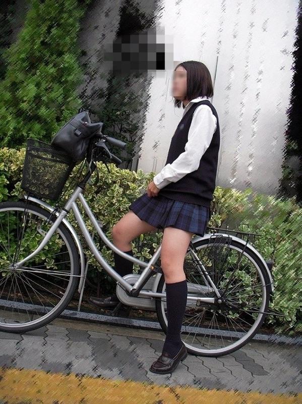 女子校生の街撮り美脚エロ画像15