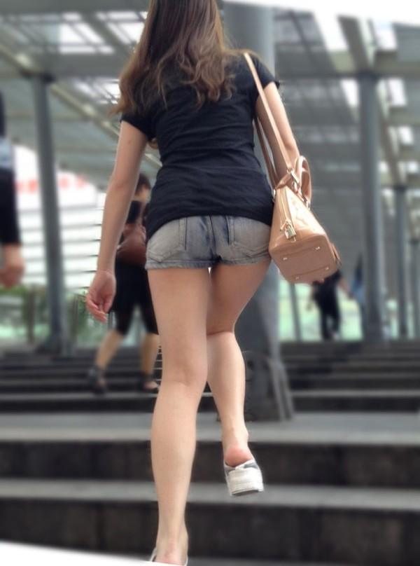 ショートパンツを穿いているエロ画像02