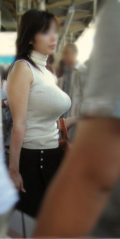 爆乳すぎる着衣おっぱい画像エロ画像14