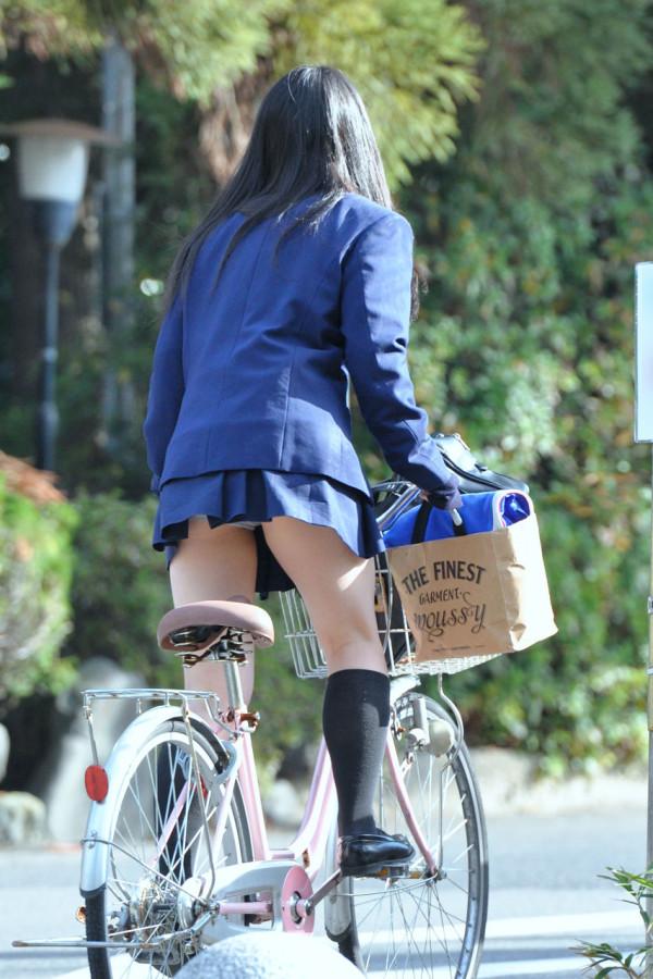 女子校生の街撮り美脚エロ画像14