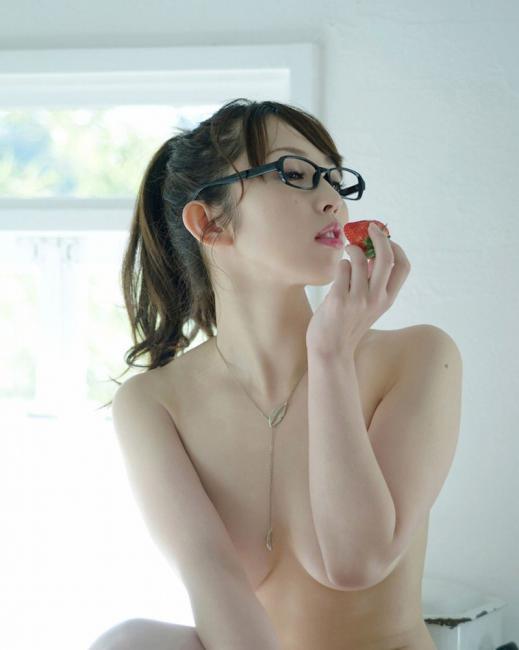 メガネを掛けている知的な雰囲気のエロ画像14