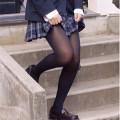 パンティーストッキングを穿いた美しい脚エロ画像00