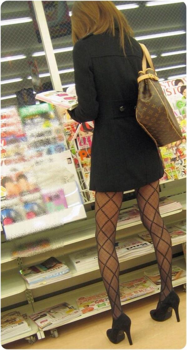 パンティーストッキングを穿いた美しい脚エロ画像16