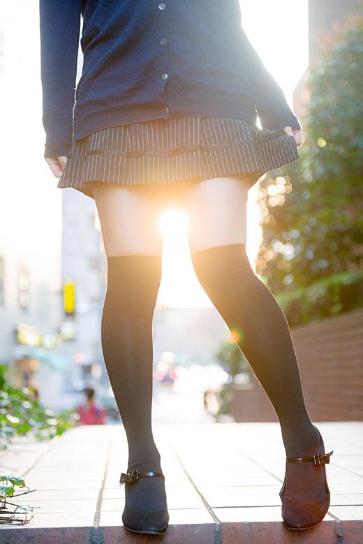 女性の脚が美しく見えるニーソエロ画像03