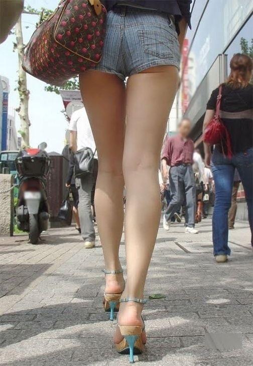ショートパンツを穿いているエロ画像08