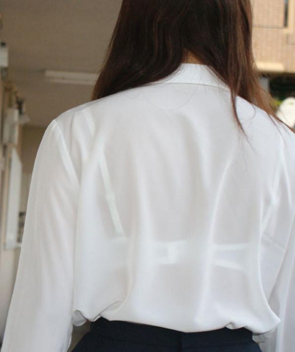 背中からブラジャーが透けてる素人娘エロ画像08