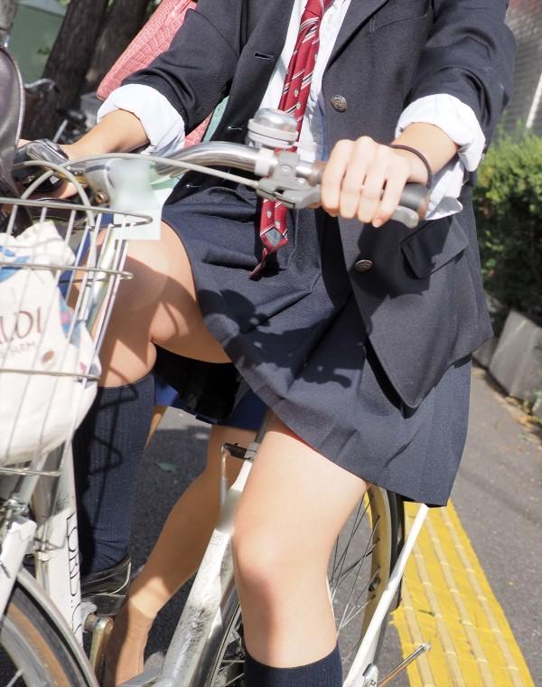 女子校生の街撮り美脚エロ画像06