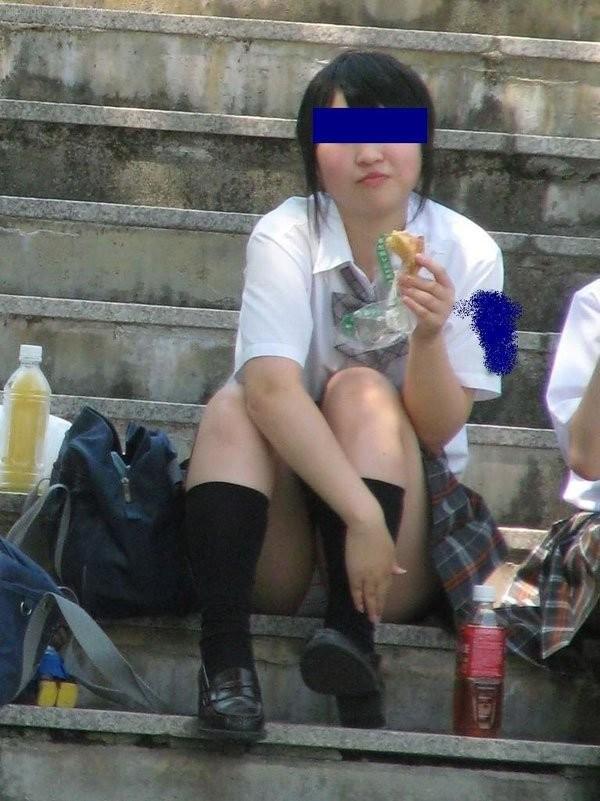 素人JKを街撮り盗撮したエロ画像11