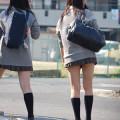 脚が輝いてる街撮りJKエロ画像000