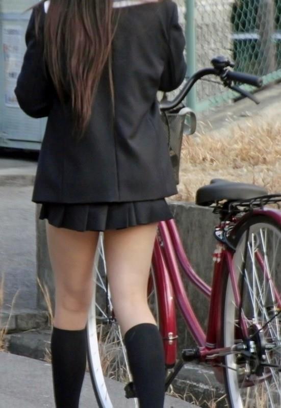 女子校生の下半身を盗撮したエロ画像11