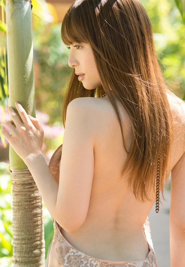 バックショットが美しい女性の背中画像05