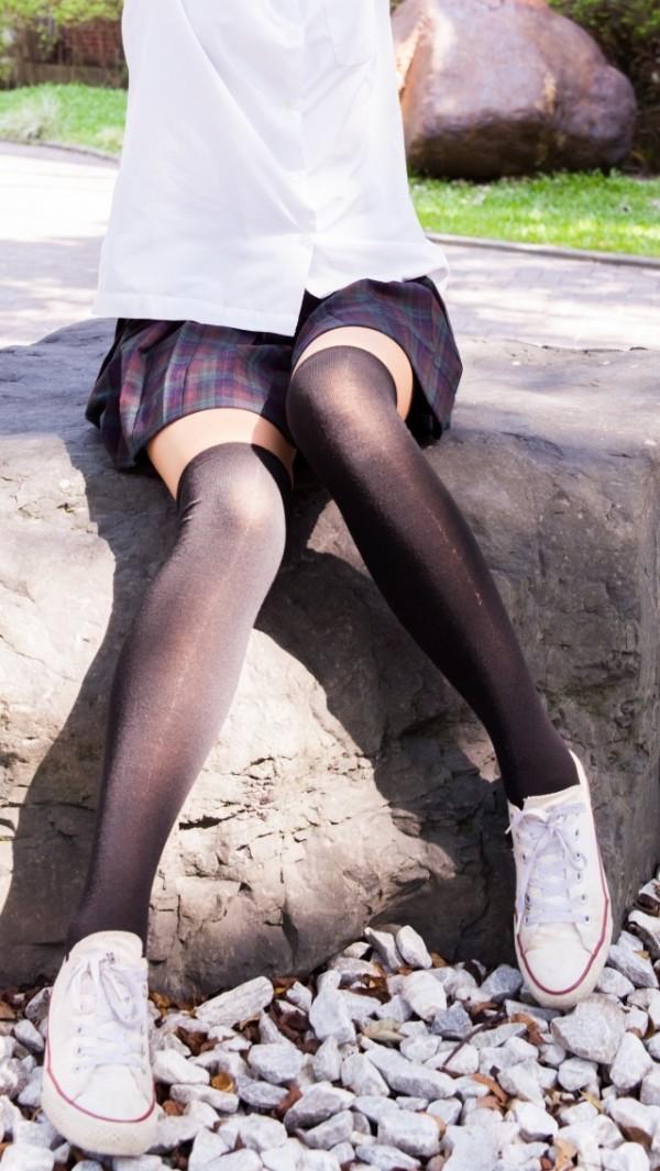 かなり意識してみたミニスカニーソのエロ画像04
