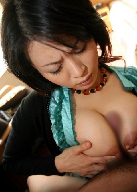 お乳に挟まれながらスリスリされたいエロ画像15