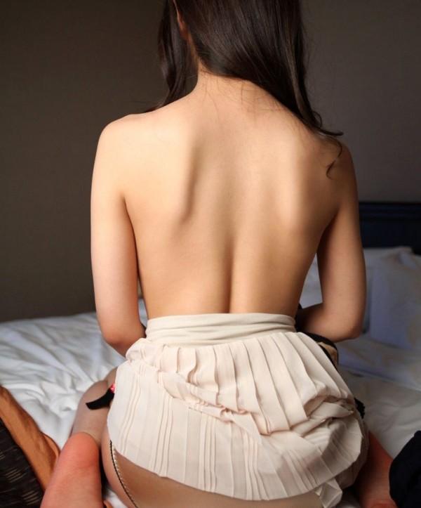 バックショットが美しい女性の背中画像15