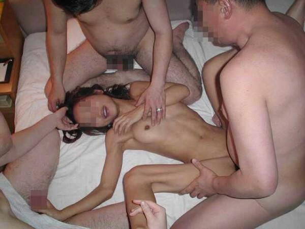 素人乱交セックスエロ画像14